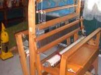 Maple weaving loom, made in Canada. Looks Brand new.