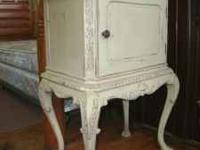 This is a beautiful Queen Anne Style accent table. It