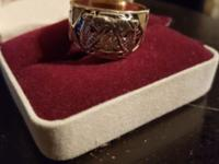 I am selling this Mason ring. It is gold with a nice