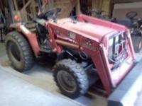 2002 4wd 29hp diesel tractor with loader , has 810 hrs