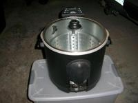 Masterbuilt Fryer will fry up to 14 lb. turkey. Used