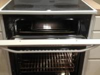 Maytag Ceramic Top Electric Double Oven (white). Works