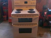 Like new range has double ovens, two timers, auto set
