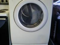 FRONTLOAD DRYER WITH STAND. SENSOR DRY. FRESHEN UP.