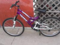 SELLING 2 MOUNTAIN BIKES LIKE NEW ,1 FOR MEN AND THE
