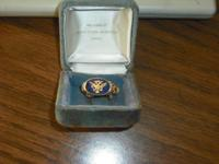 Gold Ring in excellent condition with dark blue stone
