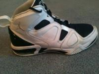 Used but in good shape size 8 men's basketball shoes.