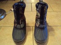 Mens Tamarack camouflage hunting boots. Size 8. Built