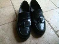 Like new mens black dress shoes 10 1/2 call Rhonda
