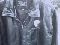 Mens Black Genuine leather jacket, size M, has zipper