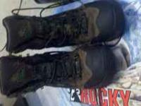 Mens Size 9 1/2, 800. Gram thinsulate goretex hunting