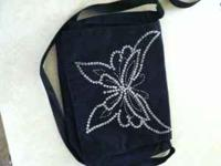 Messenger bag (girls ) in great condition like new ...