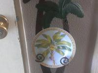 I am selling a metal palm tree wall hanging that comes
