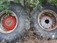 MF 165 rear tractor rims. Tire no good rims in good