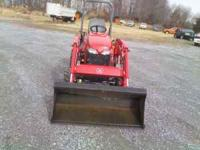 MF GC2600 4X4 WITH LOADER HOURS 133 LIKE NEW $10.000.00