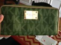 MICHAEL KORS WALLET IN GREAT SHAPE