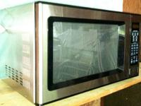 3-year old microwave, minimal usage, 1000 W, turntable,