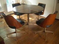 This is one awesome little dining room set, Jetson
