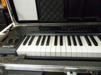 MIDI Keyboard model AX10M61 comes with case . Please