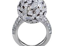 This breathtaking ring from Mikimoto exudes an ethereal