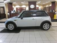 Metro Lexus presents this outstanding 1-OWNER 2005 MINI