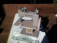"Vintage miniature ""SINGER"" sewing machine, has Singer"