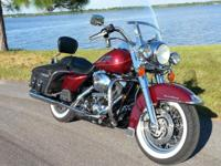 Spectacular 2002 Harley Davidson Road King Classic.