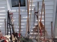 SELLING A BUNCH OF YARD TOOLS ALL YOURS FOR $5.00