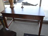 Mission style desk in perfect condition. Comes from a