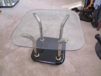 Selling two Glass tables MODERN DESIGN Tables are in