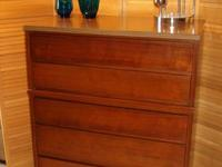 Modern Style Chest of Drawers - 5 Drawers By Stanley