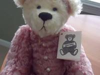 Here is an adorable handmade Mohair Bear by Anna Wong.