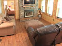 Lovely 2-3 BR, Luxury cabin rental with jacuzzi, gas