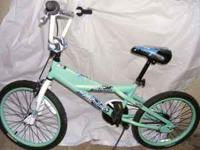 Mongoose, girls 20 inch this is like new condition as