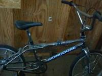 Mongoose Villain Chrome freestyle bike. Includes pegs