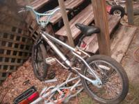im selling my mongoose bicycle for $30 tires nees air