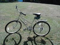 MONGOOSE BIKE WHITE. EXCELANT CONDITION. WATER BOTTLE,