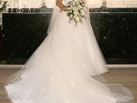 Gorgeous Monique Lhuillier Designer Wedding Gown.