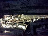 Gold Monique Pro Series Alto Saxaphone. In great