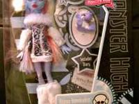 These are SUPER hard to find Monster High dolls Abbey