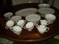 Service for 8 plus medium plate, 2 oval veggie bowls,