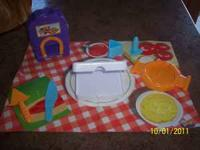 Moon Dough/Play-Doh Pizza Shop and Ice Cream Cart.