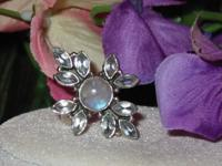 Very pretty snowflake design ring made of sterling