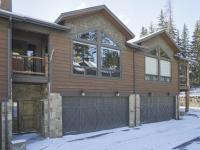 Beautiful townhome situated on Home Again Ski Trail in