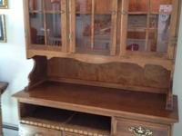 Moosehead hutch in excellent condition. Lighted glass