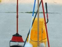 rubber maid industrial mop bucket comes with = hd mop -
