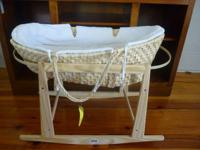Almost brand-new moses basket design bassinet for
