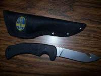 Mossberg Fixed Blade Hunting/Fishing Knife with sheath