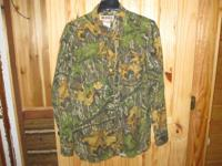 For Sale is a genuine Mossy Oak Long sleeve hunting