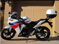 2013 Honda Cbr 250R ABS, Givi top case installed (will